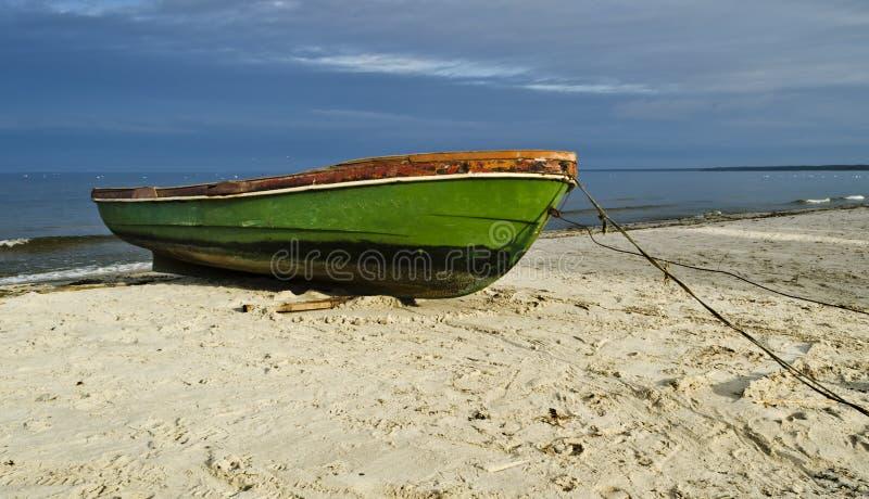 在沙滩,拉脱维亚,欧洲的渔船