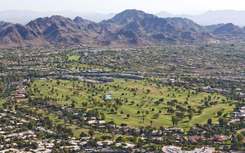 在沙漠高尔夫球场的早晨光 库存图片