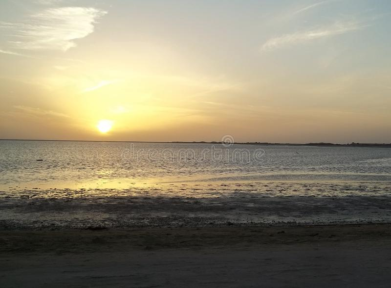 在沙特阿拉伯的西海岸的红海日落 免版税库存照片