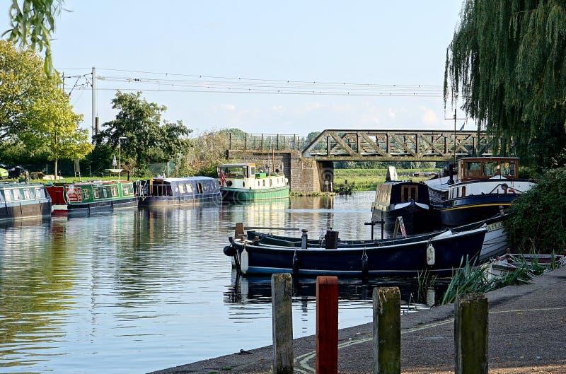 在河伟大的Ouse,伊利,剑桥郡的小船 库存图片