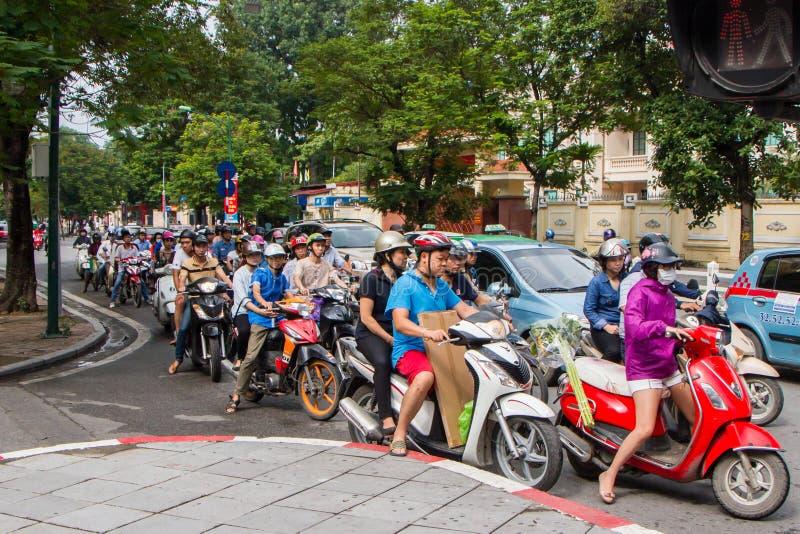 在河内街道上的摩托车  免版税库存照片