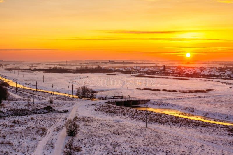 在河和湖的冬天黎明 库存图片