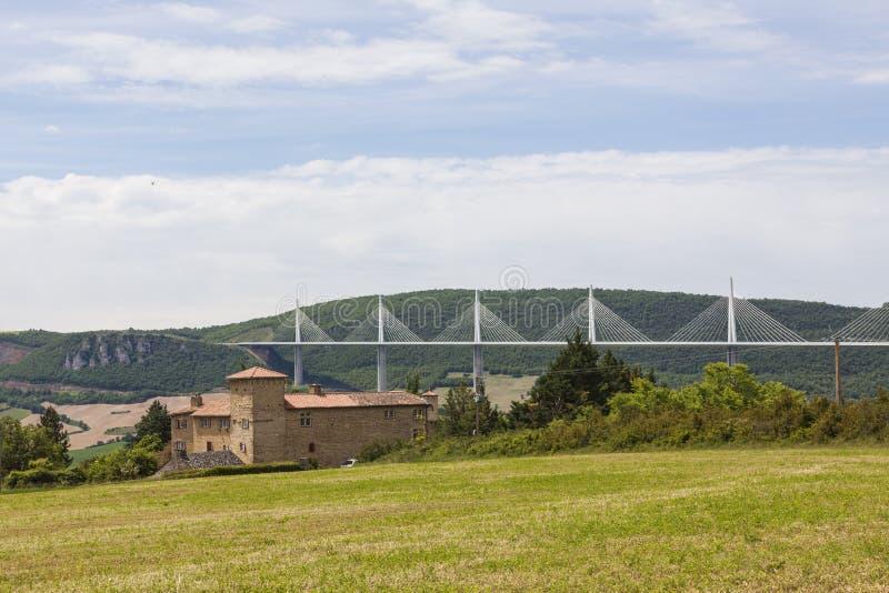 在河塔恩省的米约高架桥法国的南部的 库存图片