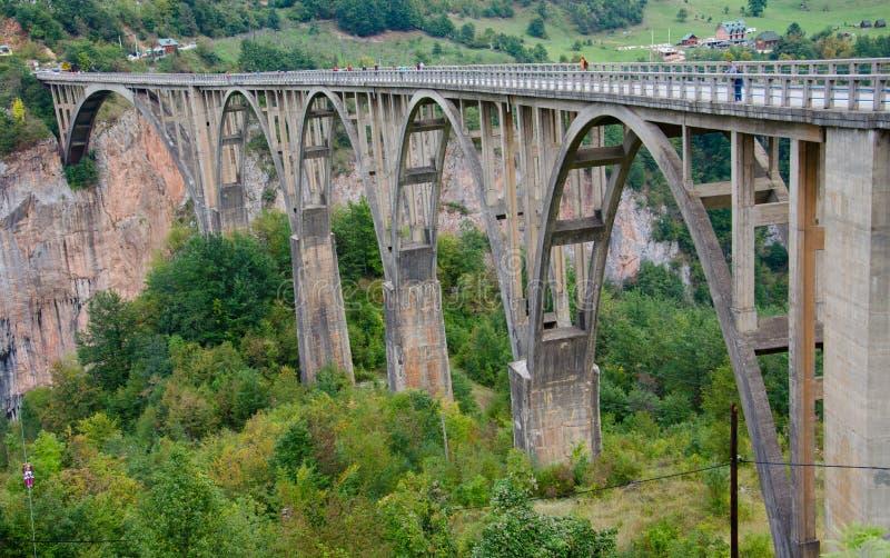 在河塔拉峡谷的桥梁 黑山 免版税库存图片