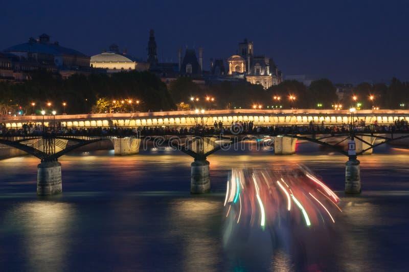 在河塞纳河的桥梁在晚上 巴黎 法国 免版税库存图片