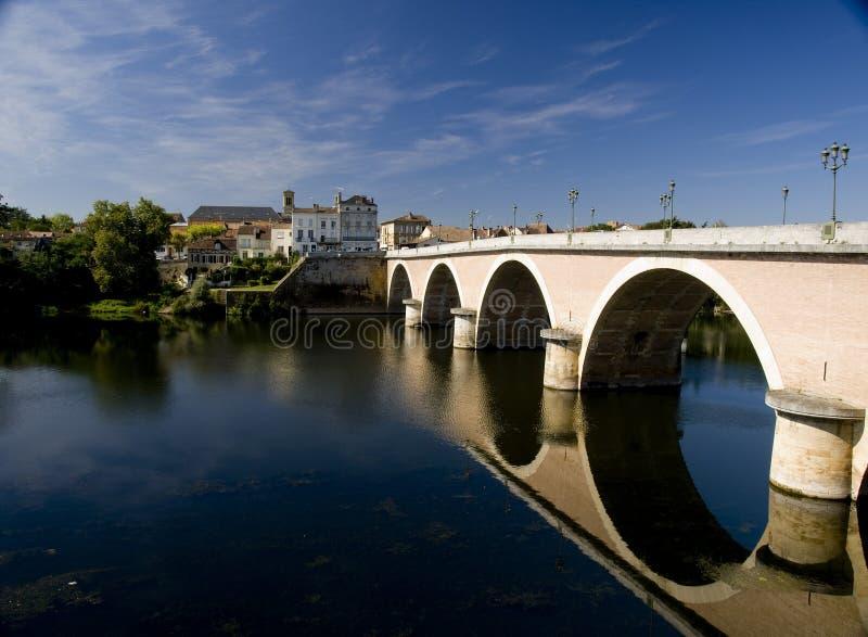 在河多尔多涅省的桥梁在伯其拉 免版税库存照片