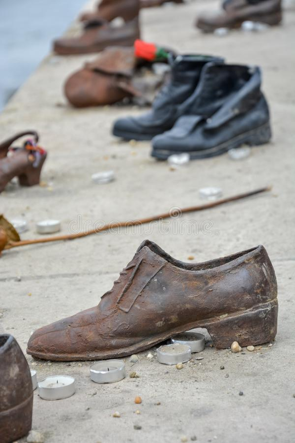 在河多瑙河电烙鞋子以记念Bu的被处决的犹太人 免版税库存照片