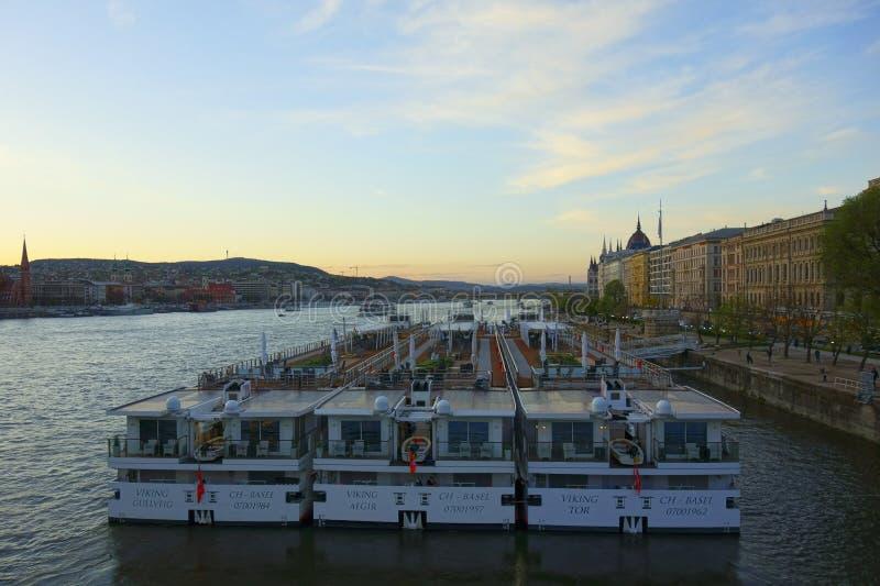 在河多瑙河的船 库存照片