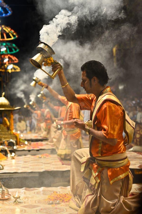 Download Ganga Aarti在瓦腊纳西 编辑类照片. 图片 包括有 性能, 印度, 晚上, 蜡烛, 礼节, 划船 - 30330476