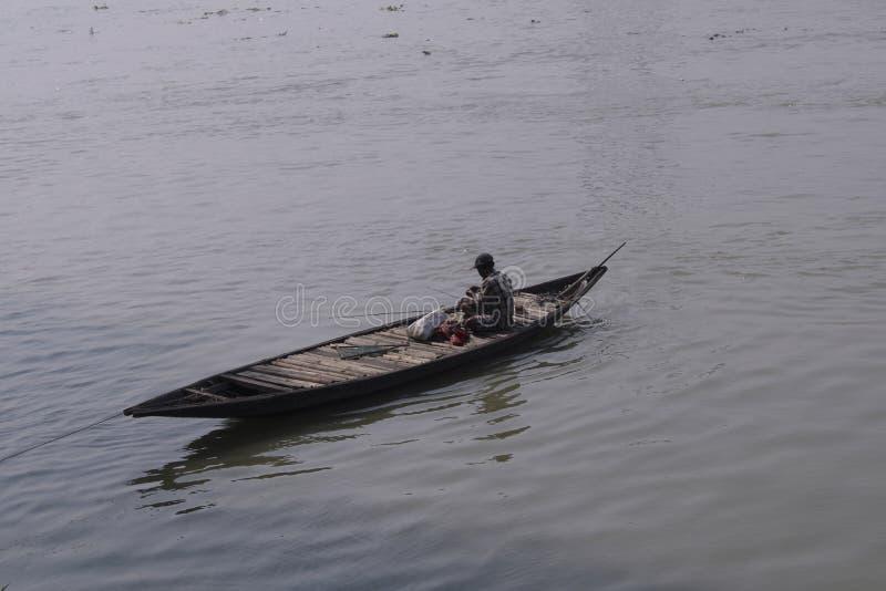 在河恒河的渔船 库存照片