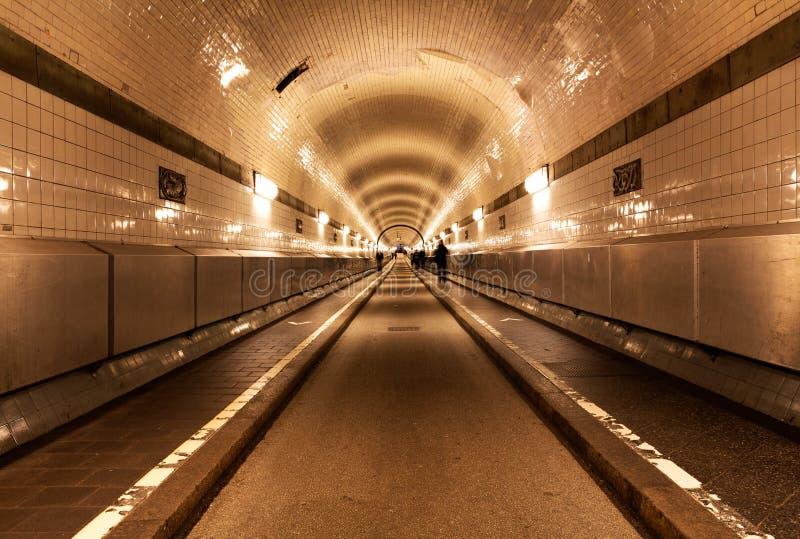 在河易北河下的老隧道在汉堡 库存照片