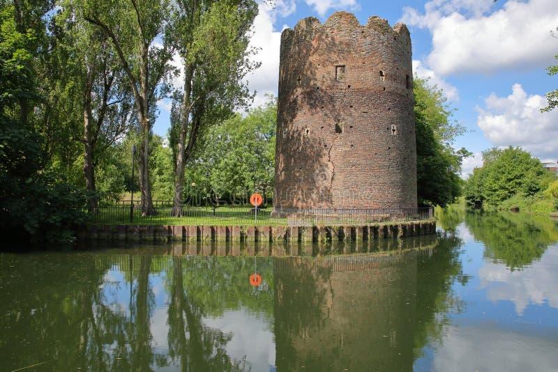 在河沿河Wensum的母牛塔在诺威治,诺福克,英国 库存照片