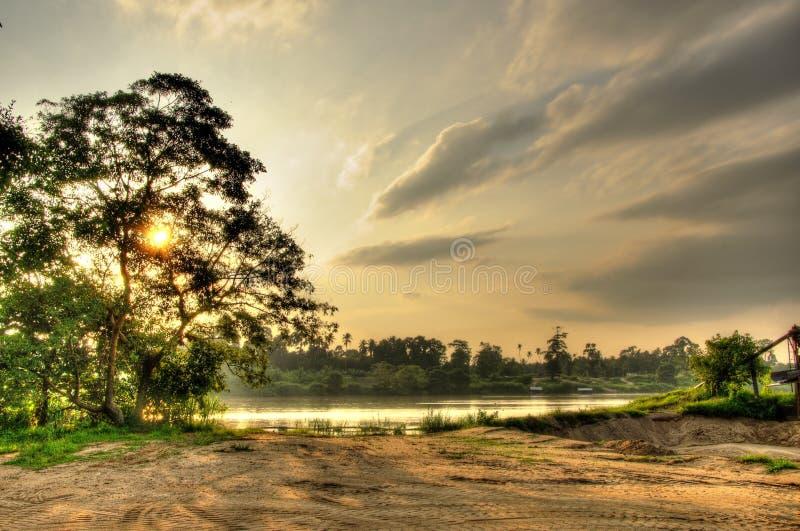 在河沿的日落 免版税图库摄影