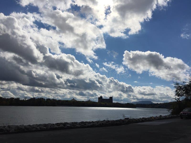 在河的云彩 免版税图库摄影