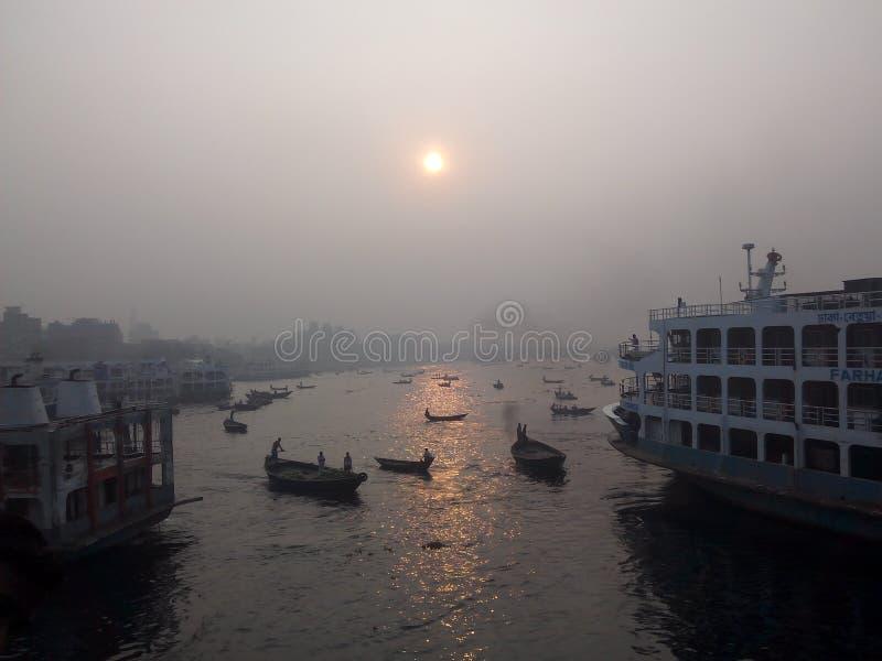 在河的冬天早晨 免版税库存图片