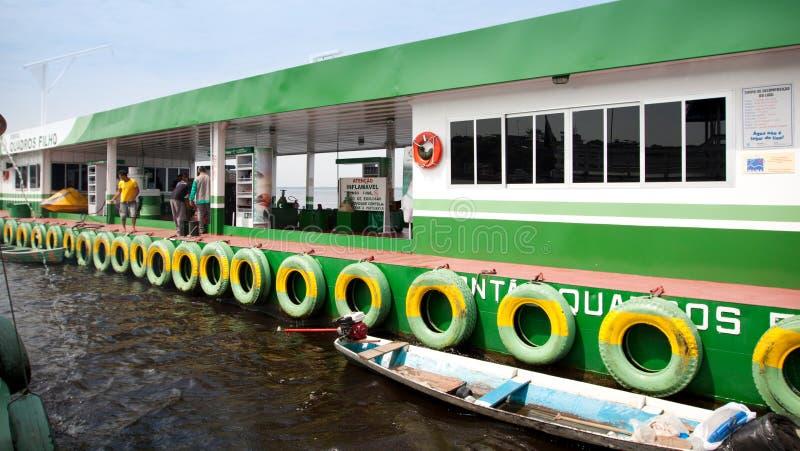 在河的加油站 免版税图库摄影