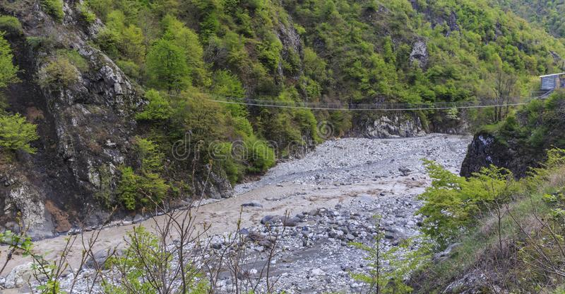 在河的吊桥山的 图库摄影