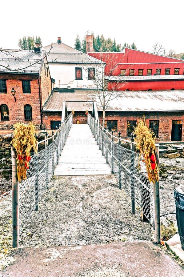 在河的吊桥 免版税库存图片