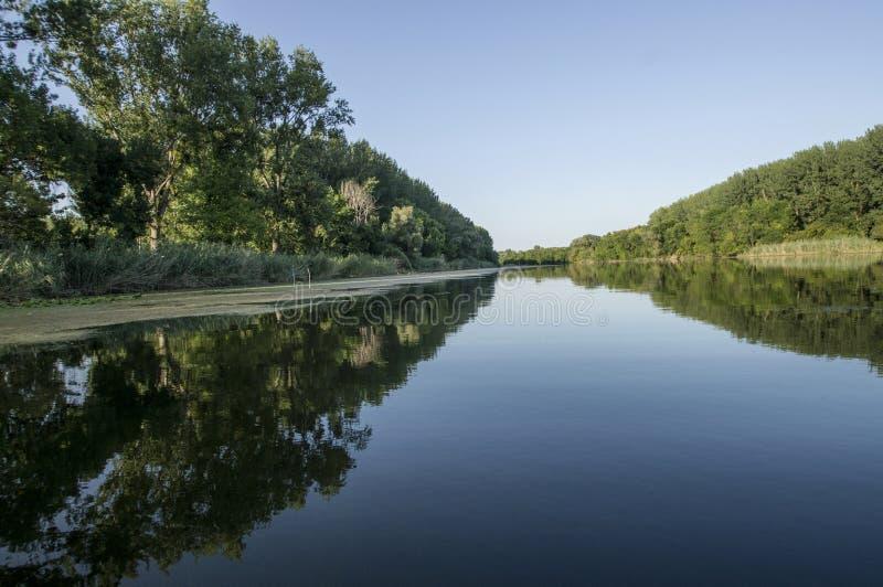 在河的和平 免版税库存图片