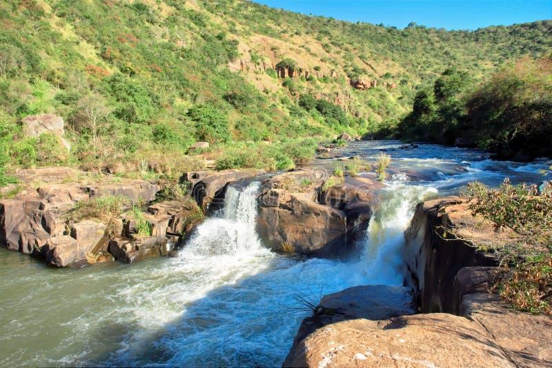 在河的小瀑布 库存图片