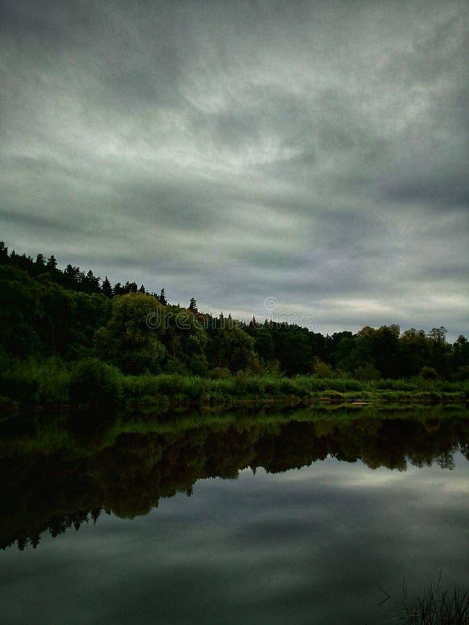 在河的平安的早晨 免版税库存照片