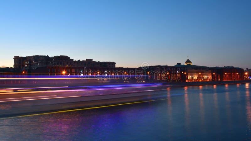 在河的日落仓促 图库摄影