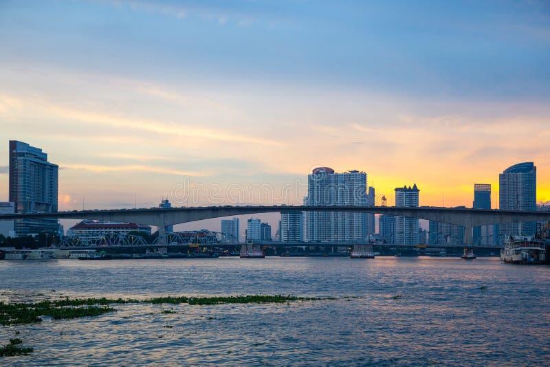 在河的桥梁在曼谷市 库存照片