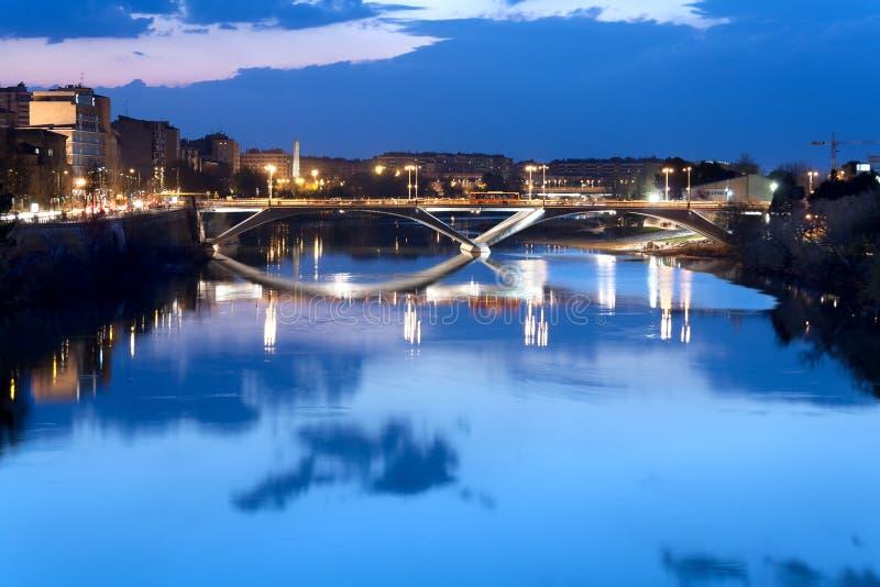 在河的桥梁ebro 免版税库存照片
