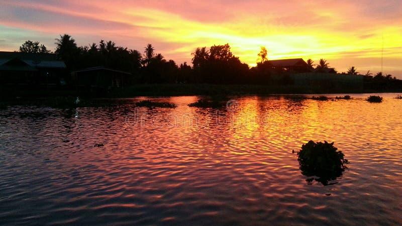 在河的美妙的日落 库存图片