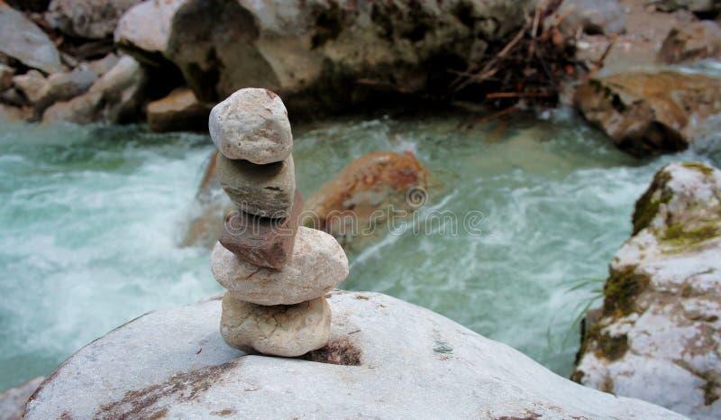 在河的被堆积的石头 图库摄影