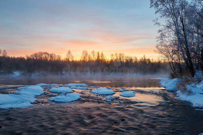 在河的雪 免版税库存照片