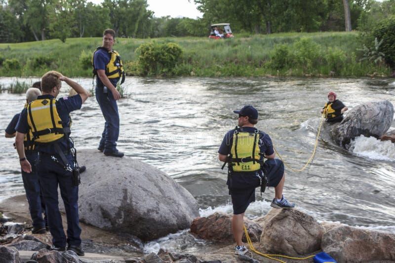 在河的水抢救 库存图片