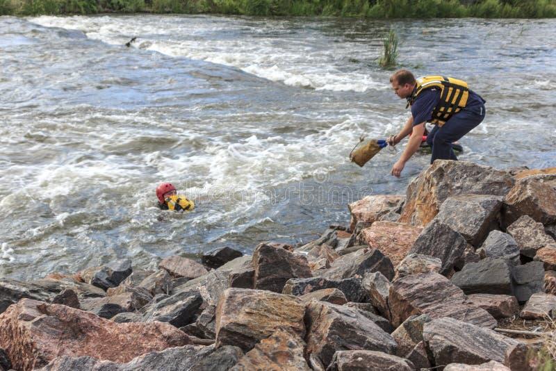 在河的水抢救 免版税库存图片