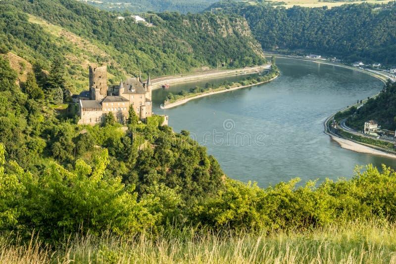 在河莱茵河防御卡茨和Loreley 免版税库存照片