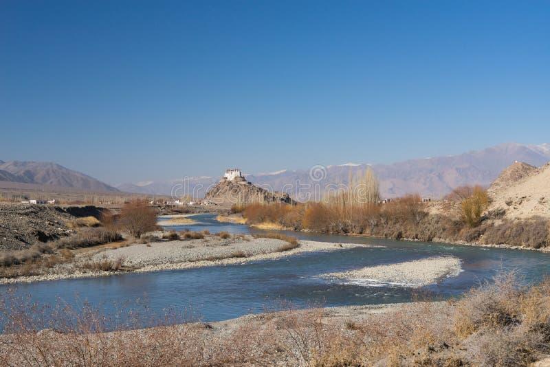 在河附近的Stakna修道院在Leh 库存照片