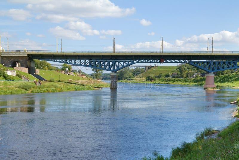 在河,哥罗德诺,白俄罗斯的桥梁 免版税库存图片