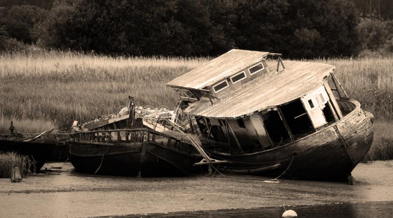 在河Exe的被放弃的游艇在德文郡 免版税库存图片