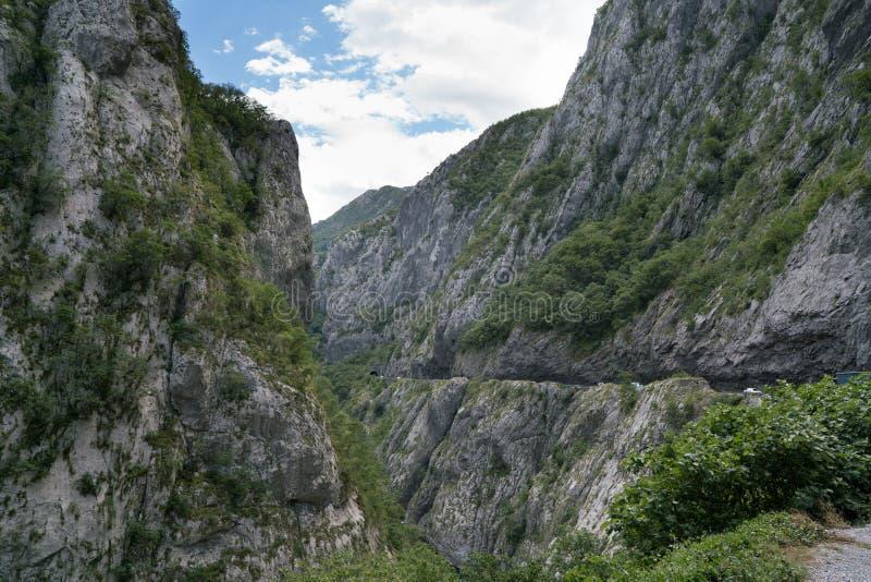 在河Moraca的峡谷的路段 免版税库存图片