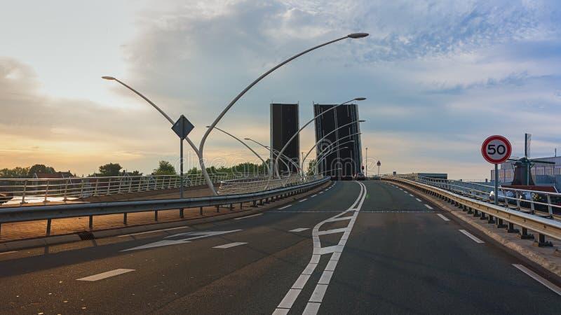 在河Zaan的吊桥 免版税库存照片