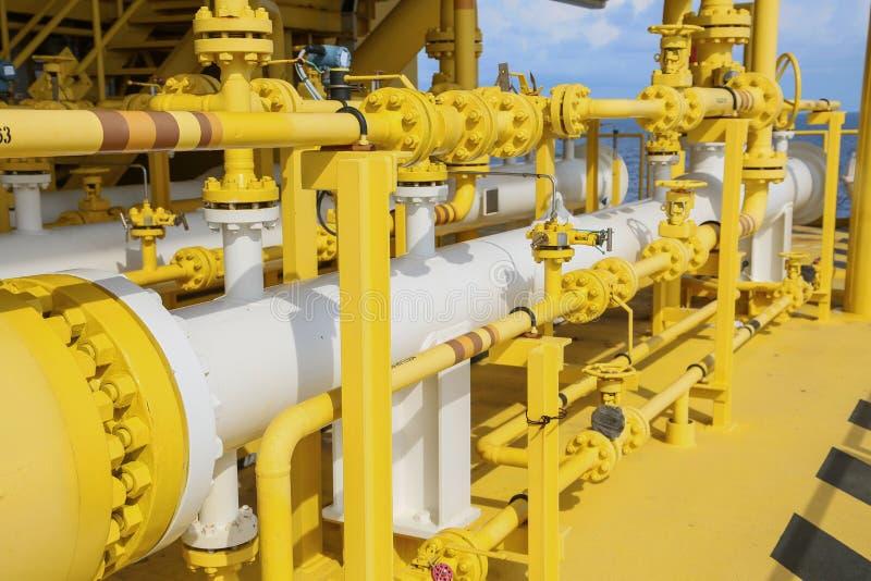 在油和煤气产业的猪发射器,在的现代的管子设计设备油和煤气产业,清扫用管道输送在platfor的过程 库存照片