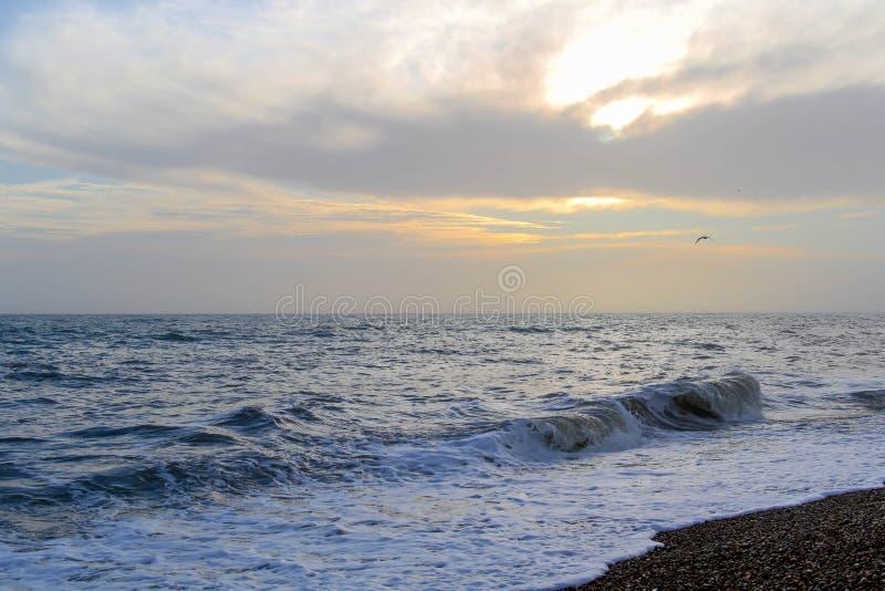 在沿海岸区的惊人的日落布赖顿海滩、布赖顿和Hove的 库存图片
