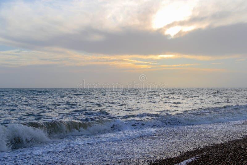在沿海岸区的惊人的日落布赖顿海滩、布赖顿和Hove的 免版税库存照片