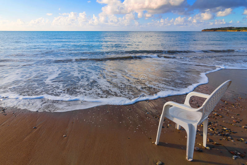 在沿海的椅子 图库摄影