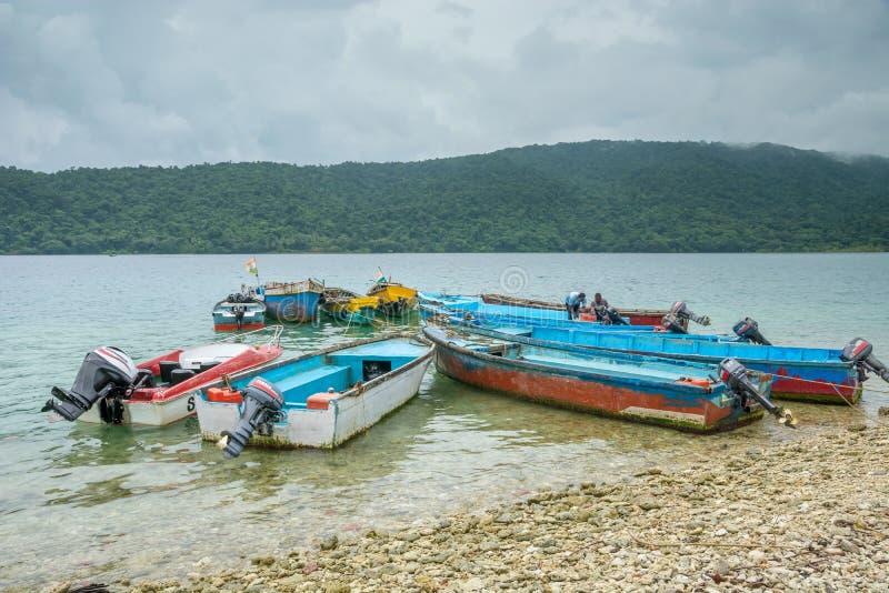 在沿海的汽船群 库存图片