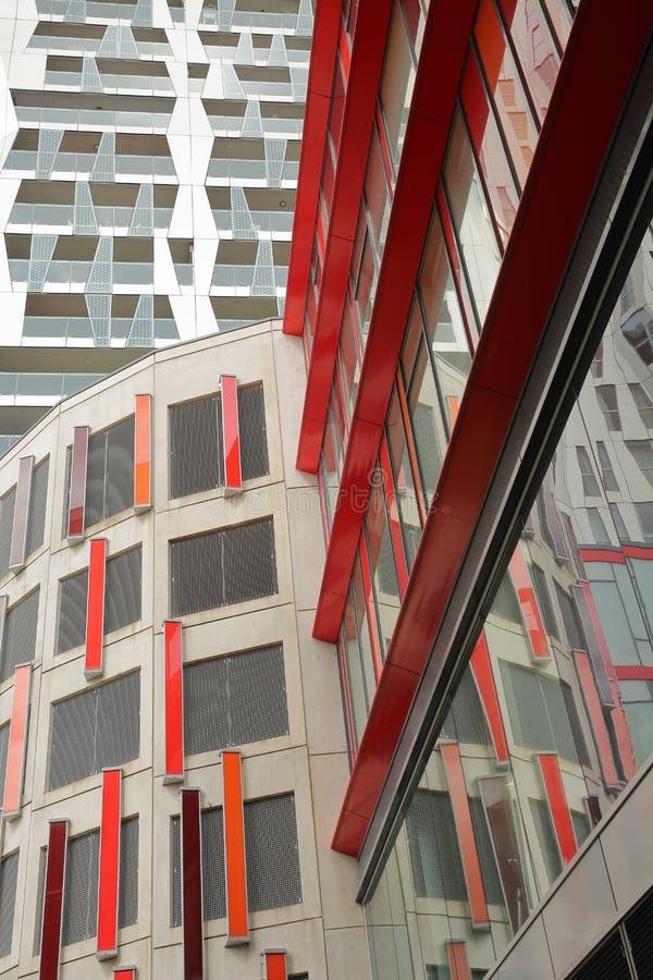 在沿Mauritsweg街道位于的现代大厦的特写镜头在Kruisplein附近 库存照片