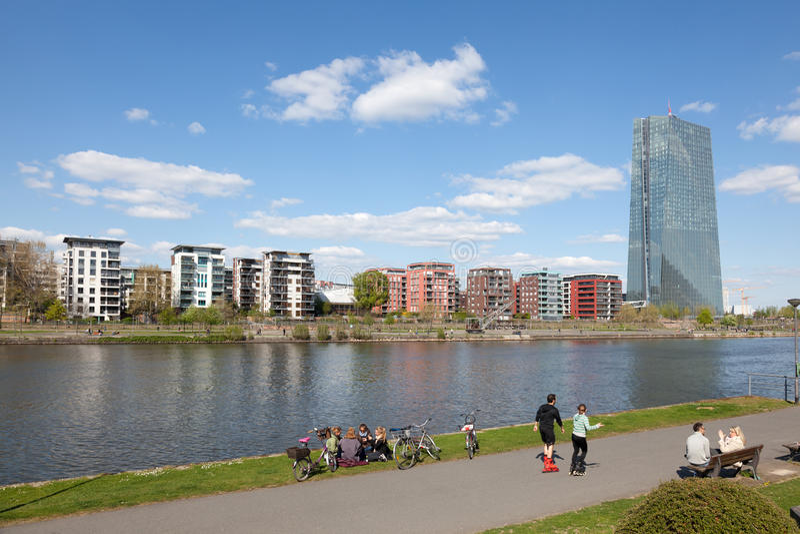 在法兰克福主要,德国的Riverwalk 图库摄影