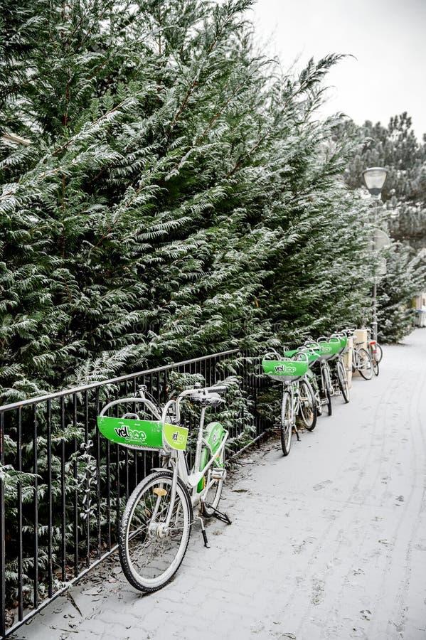 Download 在法国租赁一自行车系统transpostation 编辑类图片. 图片 包括有 生态学, 聘用, 步行者 - 72356820