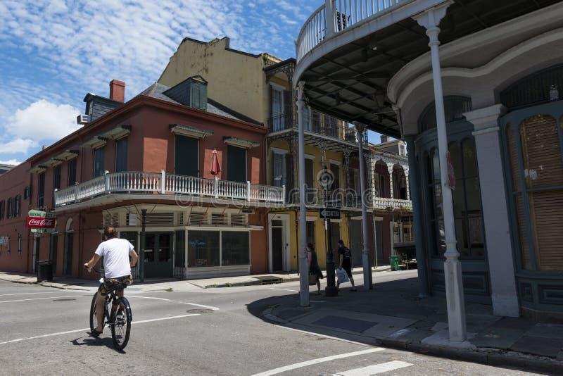 在法国街区的街道的街道场面在新奥尔良,路易斯安那 库存图片