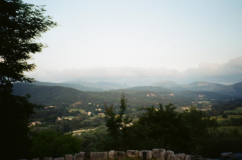在法国风景南部:从村庄的顶端看法 图库摄影