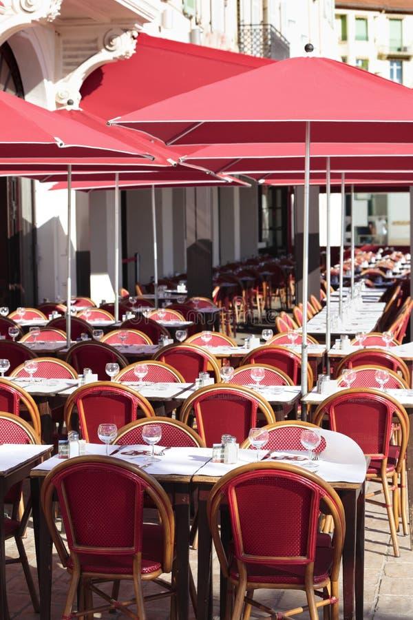 在法国,边路咖啡馆南部的法国餐馆普罗旺斯 免版税库存照片